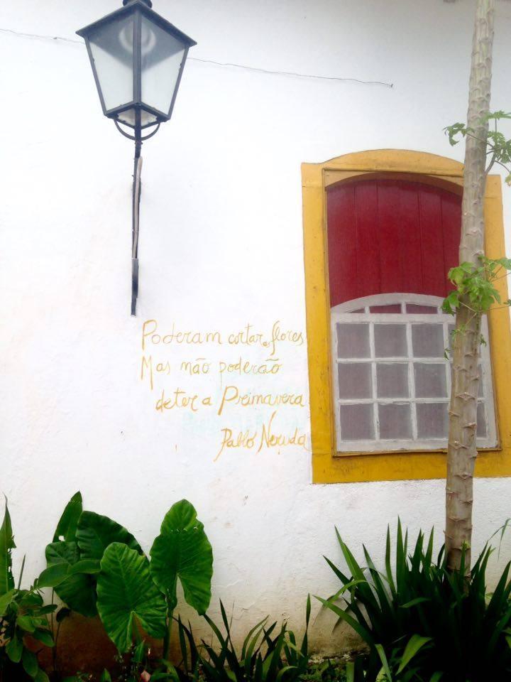 Neruda en paredes extranjeras