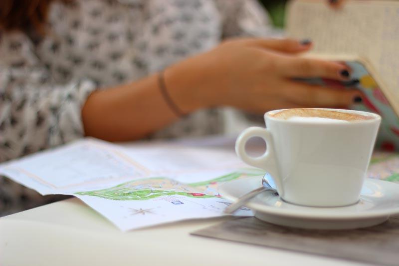 Déjenme tomar mi cappuccino amado en paz.